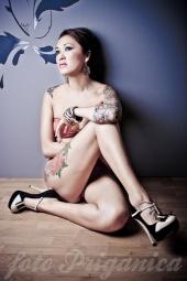 https://photos.modelmayhem.com/photos/111207/04/4edf582e984d3_m.jpg