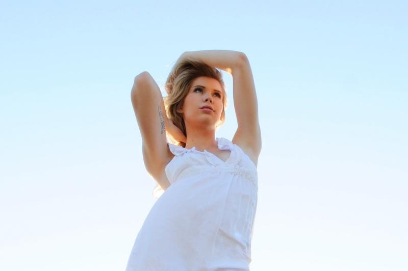 Female model photo shoot of ashleigh elizabeth by Julian_Smith