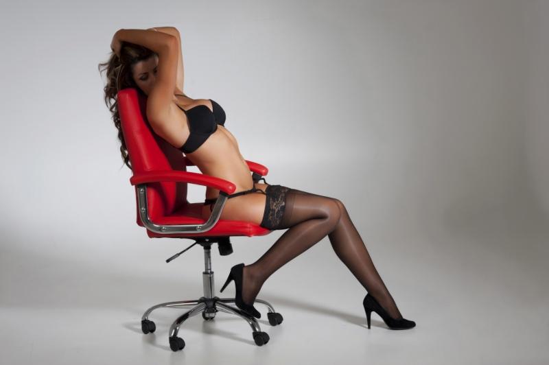 Dec 10, 2011 jules take a seat