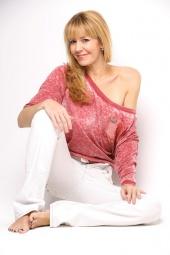 http://photos.modelmayhem.com/photos/111210/19/4ee42a6e75e96_m.jpg