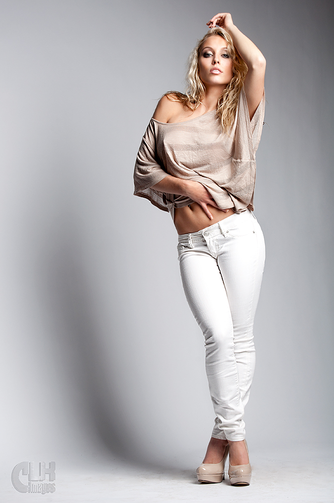 https://photos.modelmayhem.com/photos/111211/06/4ee4c2a8ba384.jpg