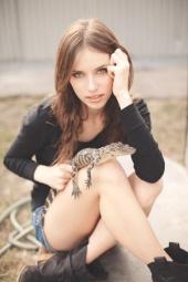 http://photos.modelmayhem.com/photos/111220/14/4ef10f34c626c_m.jpg