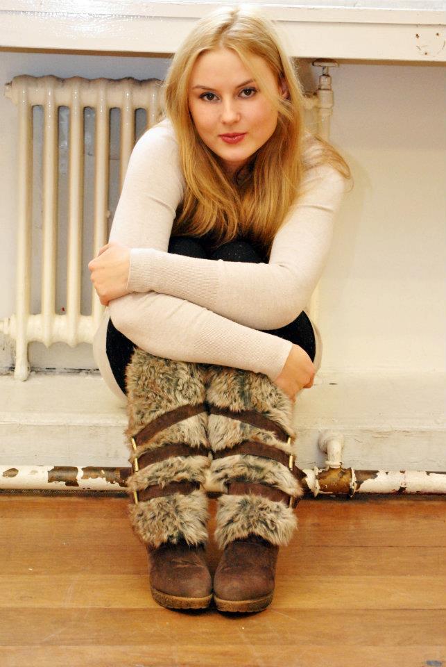 Female model photo shoot of a_istre