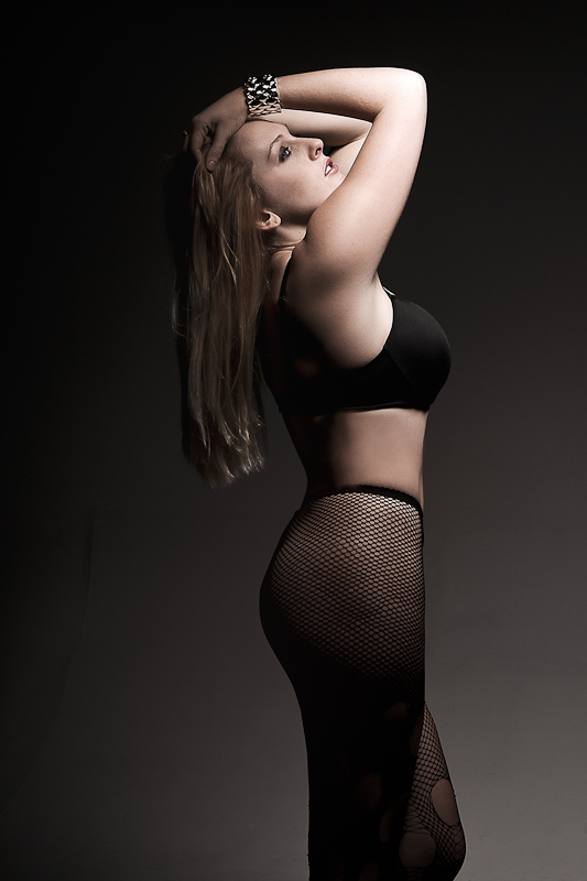 http://photos.modelmayhem.com/photos/111221/16/4ef27b134e480.jpg