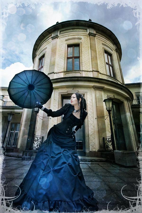 Female model photo shoot of Luna Adulara