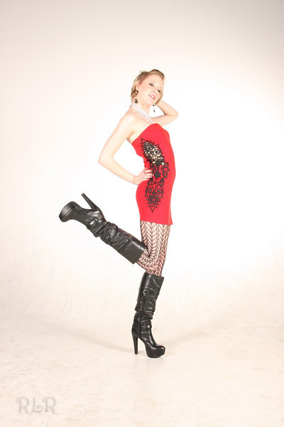 Female model photo shoot of Ronnie Rave by RLR Photography in Medford Oregon