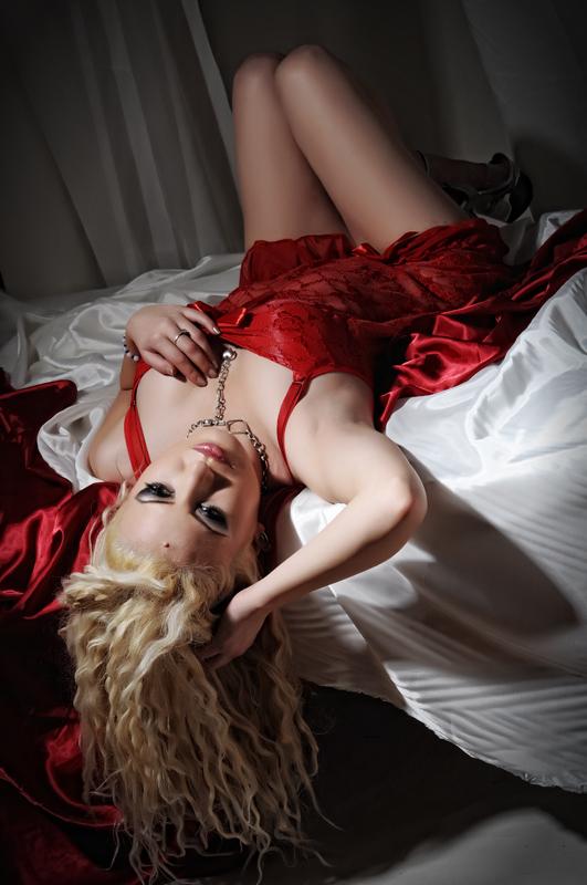 http://photos.modelmayhem.com/photos/120110/16/4f0cddc95364f.jpg