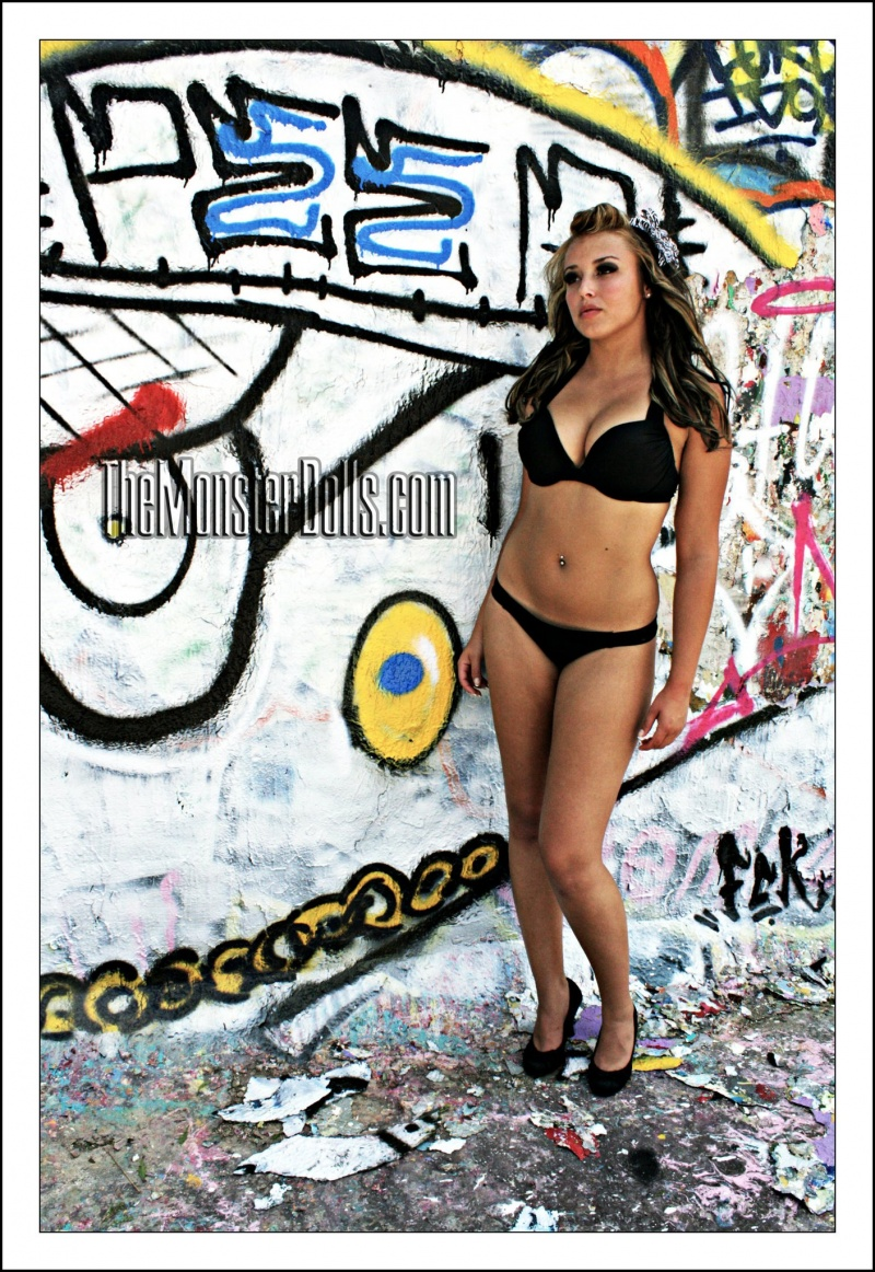http://photos.modelmayhem.com/photos/120114/15/4f1211638f78a.jpg