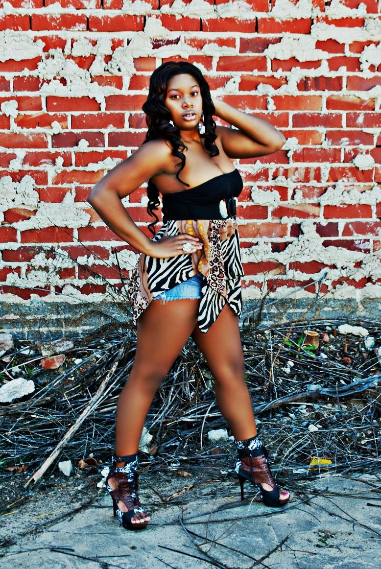 Female model photo shoot of Lissa TruBeauty Moses