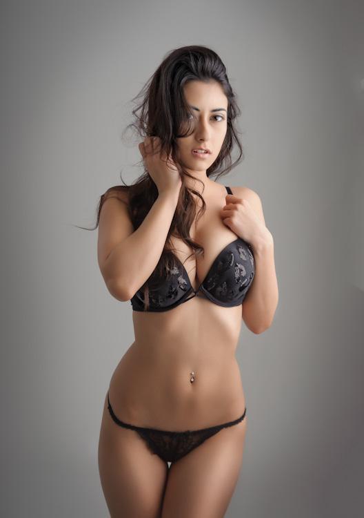 http://photos.modelmayhem.com/photos/120127/15/4f23384ec653a.jpg