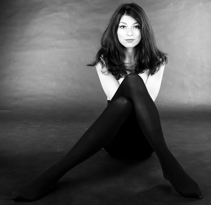 Female model photo shoot of Oana Damir