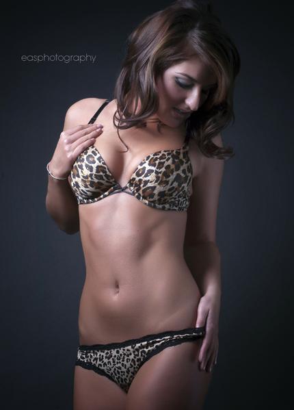 http://photos.modelmayhem.com/photos/120201/19/4f2a02efa7575.jpg