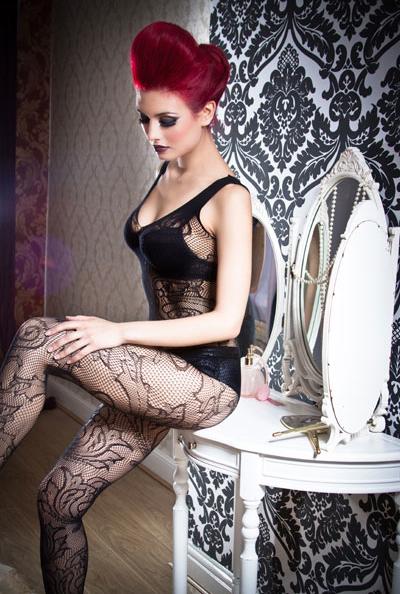 http://photos.modelmayhem.com/photos/120203/03/4f2bc1e9189e8.jpg