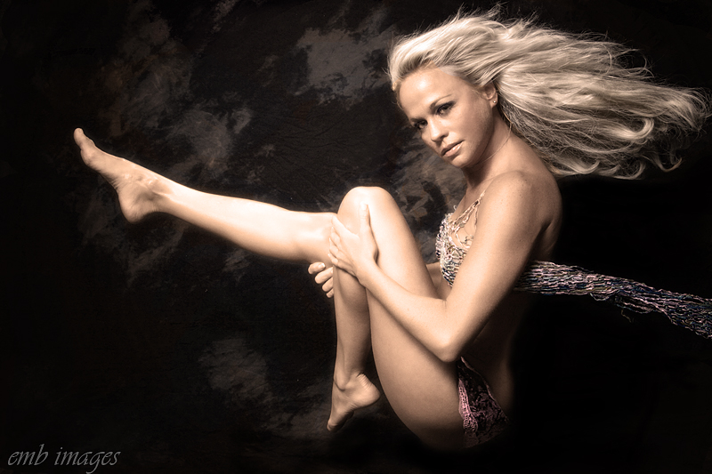 http://photos.modelmayhem.com/photos/120206/22/4f30c0ebc4433.jpg