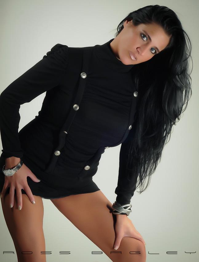 http://photos.modelmayhem.com/photos/120207/20/4f31f845a3cdc.jpg