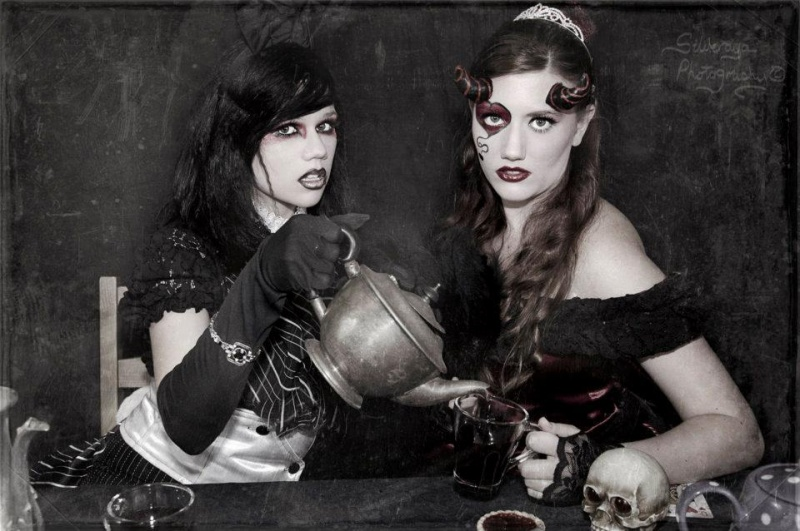 Feb 08, 2012 Silveraya Photography Black Rabbit, Red Queen