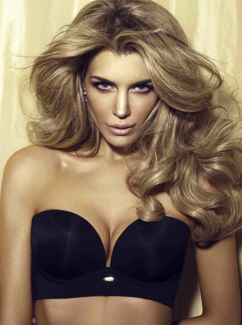 Female model photo shoot of Elle -- Model
