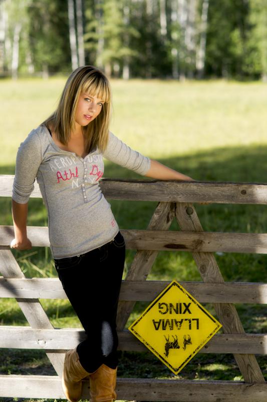 http://photos.modelmayhem.com/photos/120214/10/4f3aa2c5a4e19.jpg