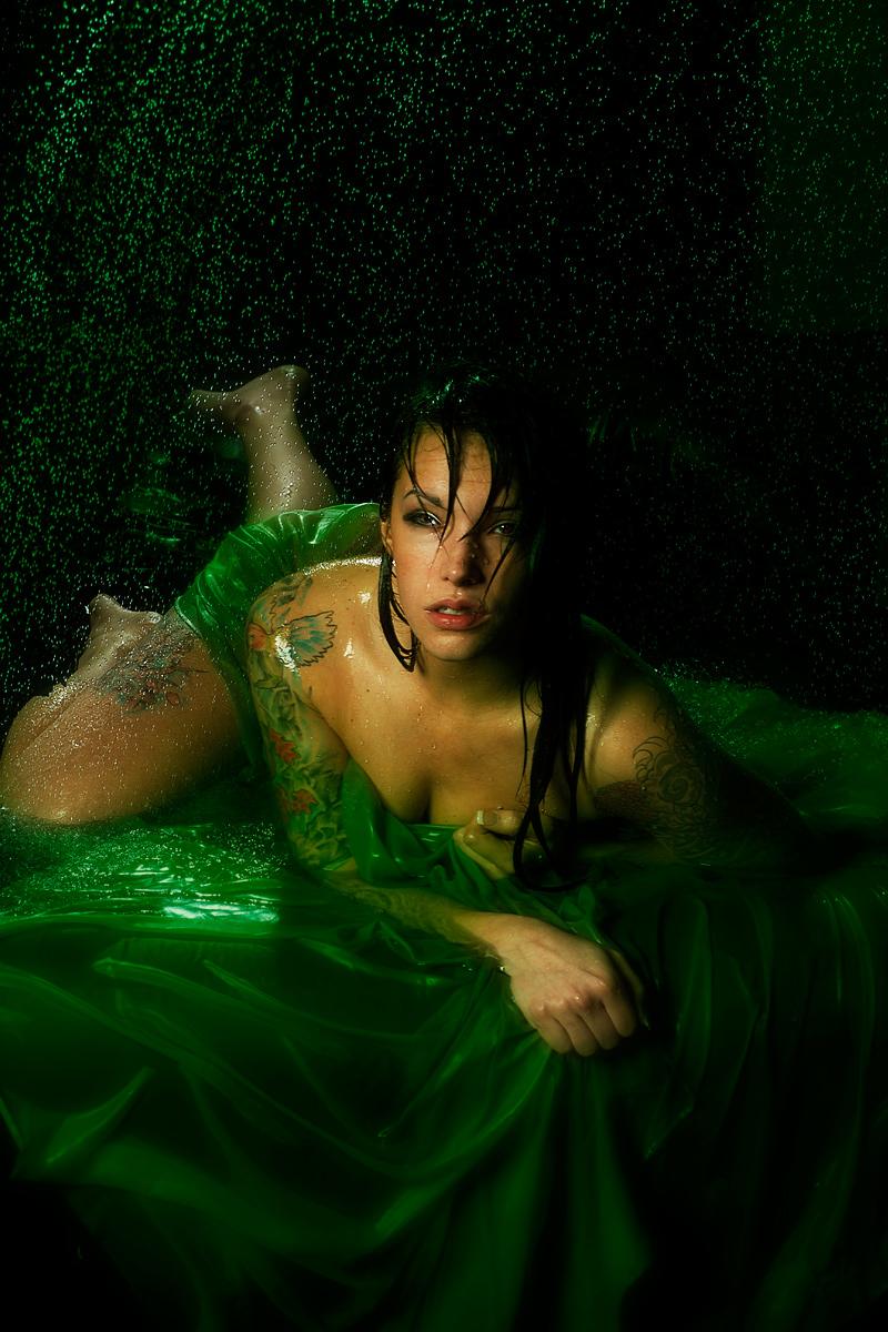 http://photos.modelmayhem.com/photos/120214/20/4f3b355dcbd11.jpg