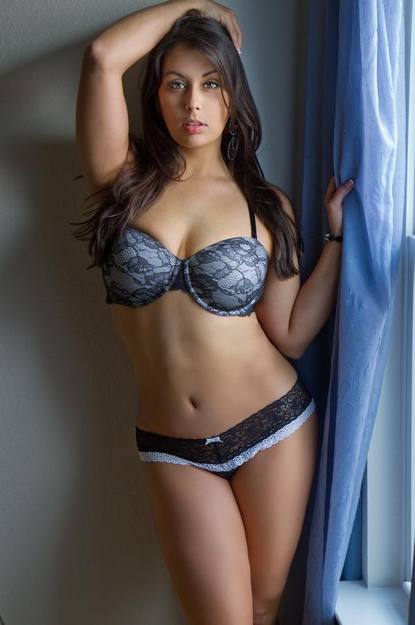 http://photos.modelmayhem.com/photos/120217/16/4f3eea504e0cf.jpg
