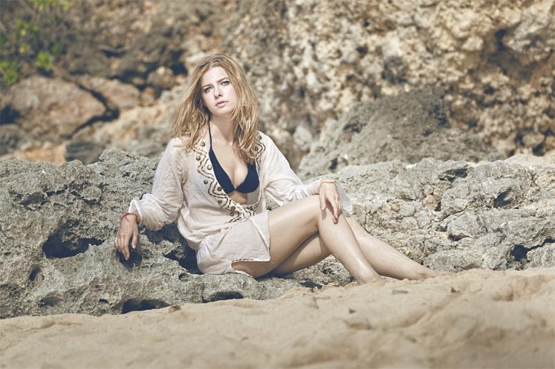 Female model photo shoot of Dra gon