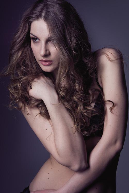 http://photos.modelmayhem.com/photos/120317/03/4f64665f62af9.jpg