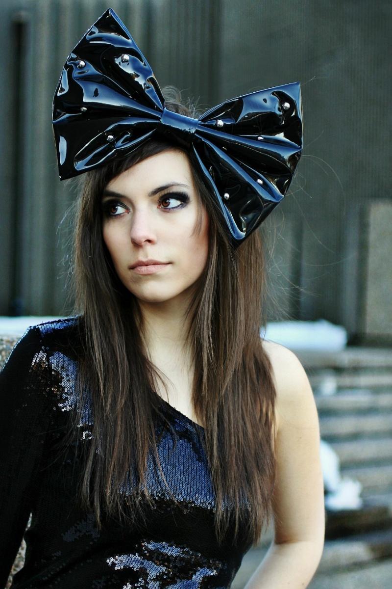 Mar 19, 2012 Glamour.