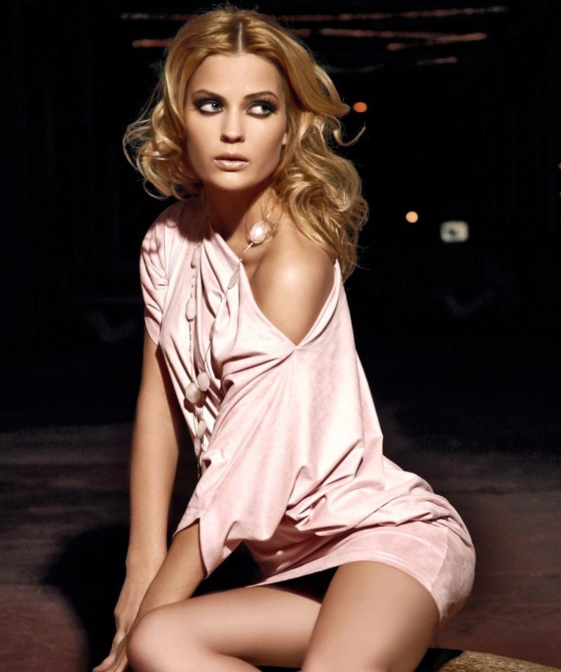 Female model photo shoot of Annette C Olsen