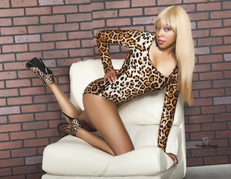 Female model photo shoot of Joy Hart by Myron Vines photography