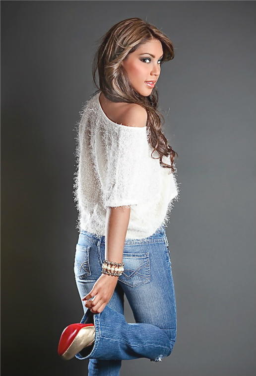 Mar 30, 2012 Ela Photography Pasarela Clothing Boutique
