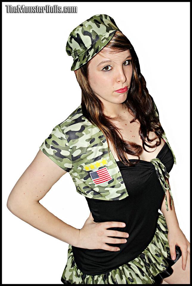 http://photos.modelmayhem.com/photos/120403/13/4f7b591f302f9.jpg