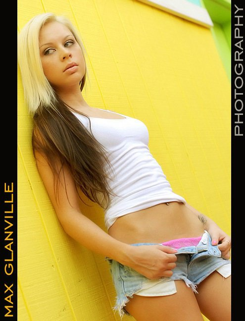 Female model photo shoot of Jamie Regina