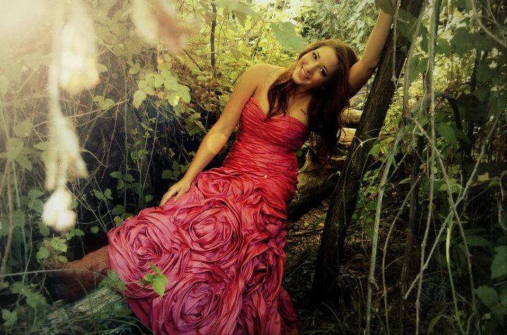 Female model photo shoot of Laura Photogenica
