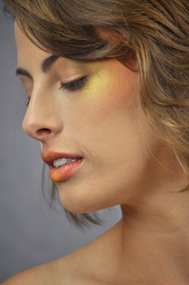 http://photos.modelmayhem.com/photos/120419/21/4f90e83869a06.jpg