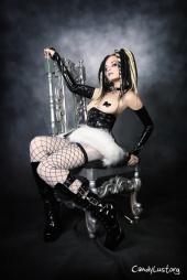 http://photos.modelmayhem.com/photos/120420/07/4f91713561e36_m.jpg