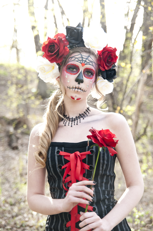 Apr 24, 2012 S. Rain Lawrence Día de los Muertos Makeup on me, done by me. I also did my hair, put together the costume, and made the headpiece.