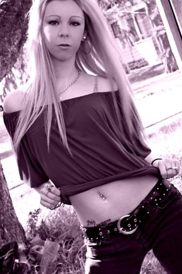 http://photos.modelmayhem.com/photos/120424/21/4f977ec121d22.jpg