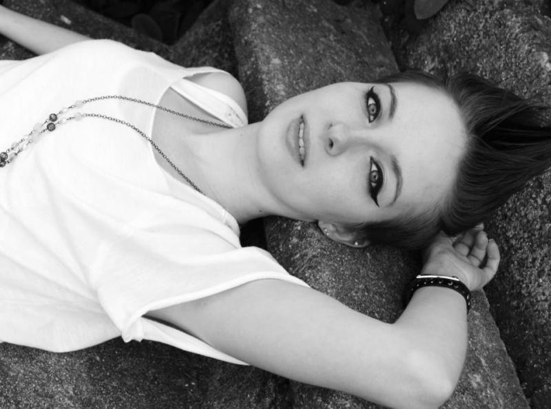 Female model photo shoot of l3ecca