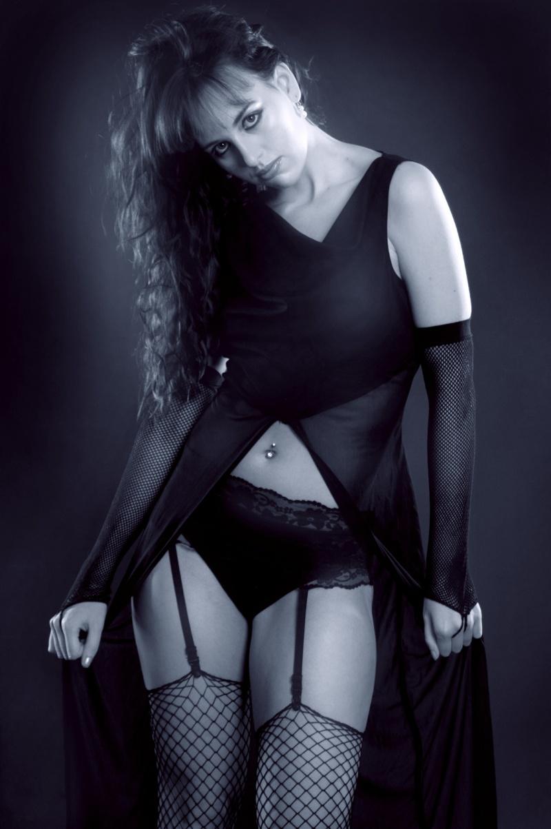 https://photos.modelmayhem.com/photos/120511/06/4fad1a27b4c35.jpg