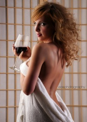 http://photos.modelmayhem.com/photos/120522/19/4fbc47e90bdc8_m.jpg