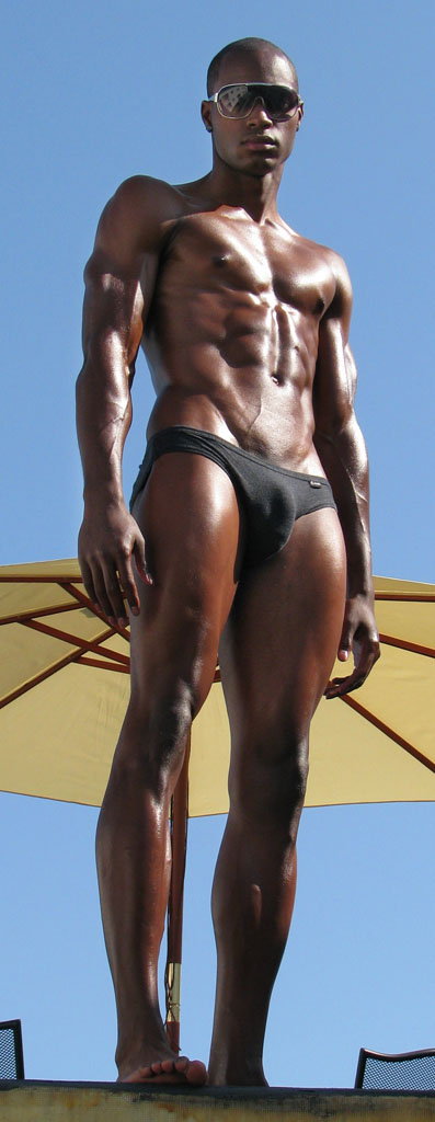 Male model photo shoot of Dwayne Bright