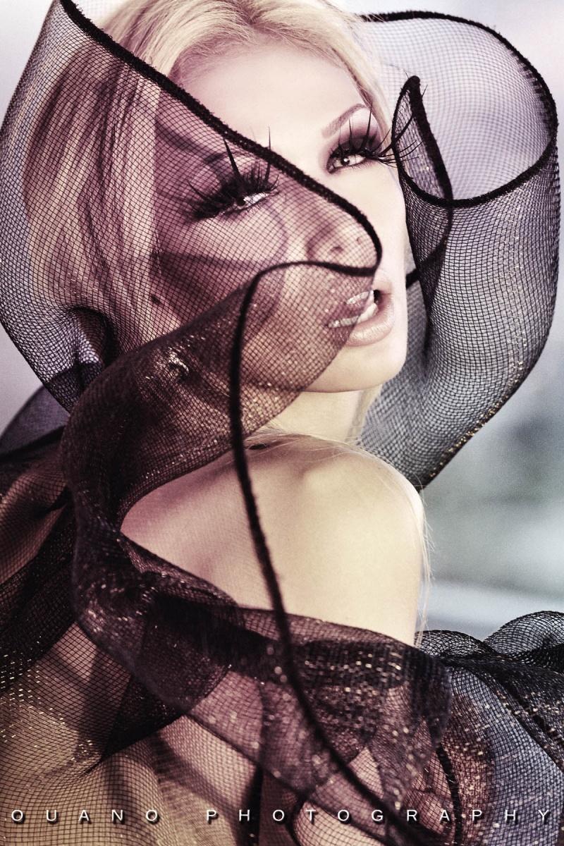 http://photos.modelmayhem.com/photos/120601/15/4fc9415b6559f.jpg