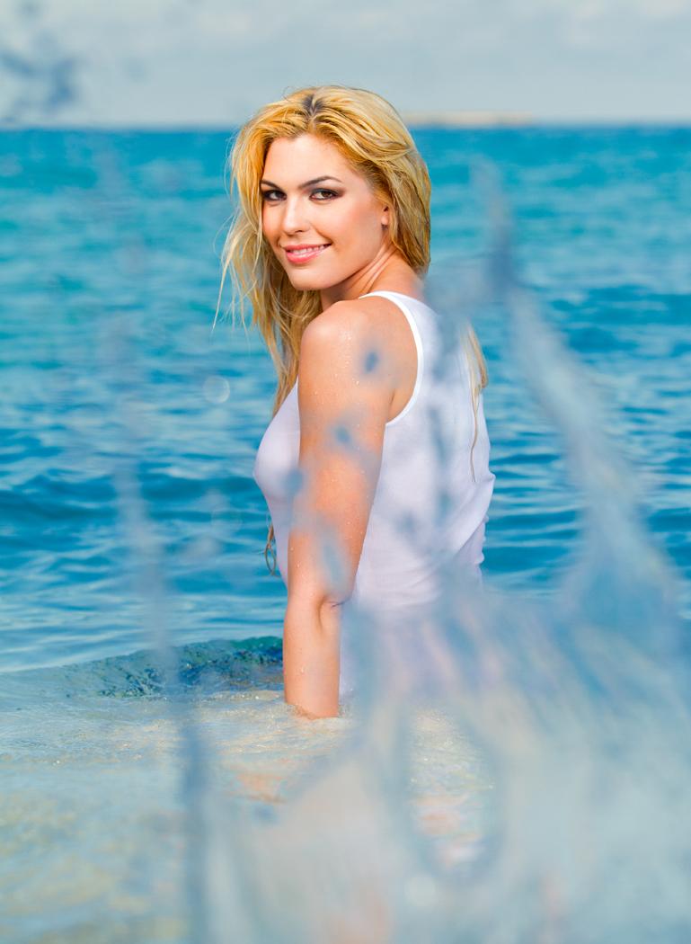 http://photos.modelmayhem.com/photos/120603/12/4fcbb82cdfa25.jpg
