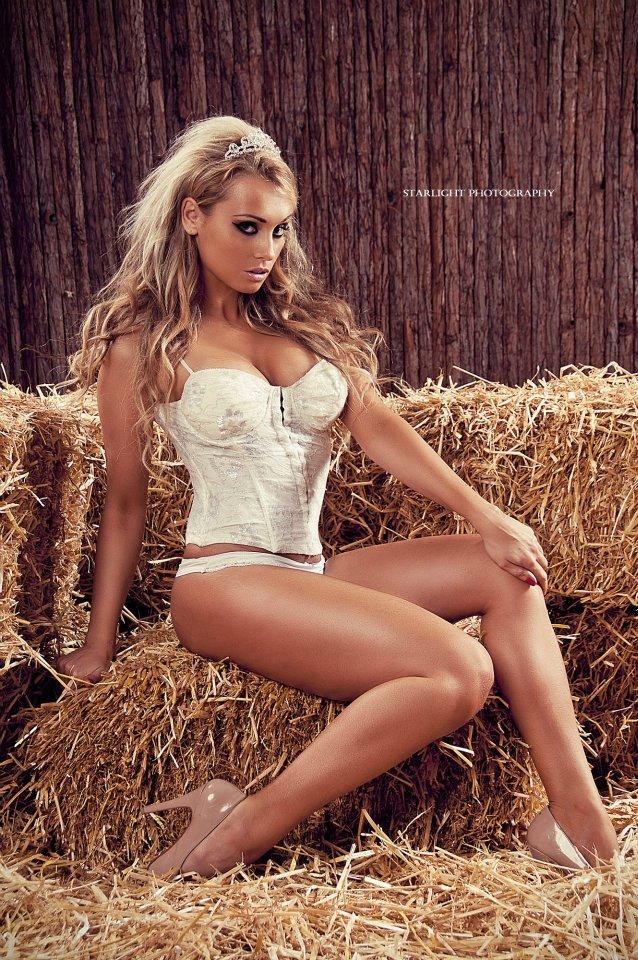 Female model photo shoot of Katarina B