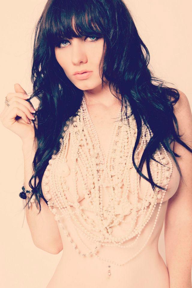 Jun 08, 2012 Red Dirt Raw Girls (Jeska Baily Photography) pearl necklace