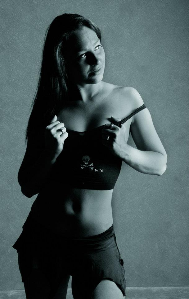 Female model photo shoot of Cheyanne26 in Lexington ky Onsite photography