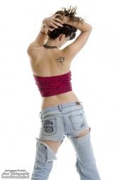 http://photos.modelmayhem.com/photos/120615/13/4fdb990637866_m.jpg