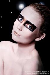 http://photos.modelmayhem.com/photos/120619/05/4fe075f24c508_m.jpg