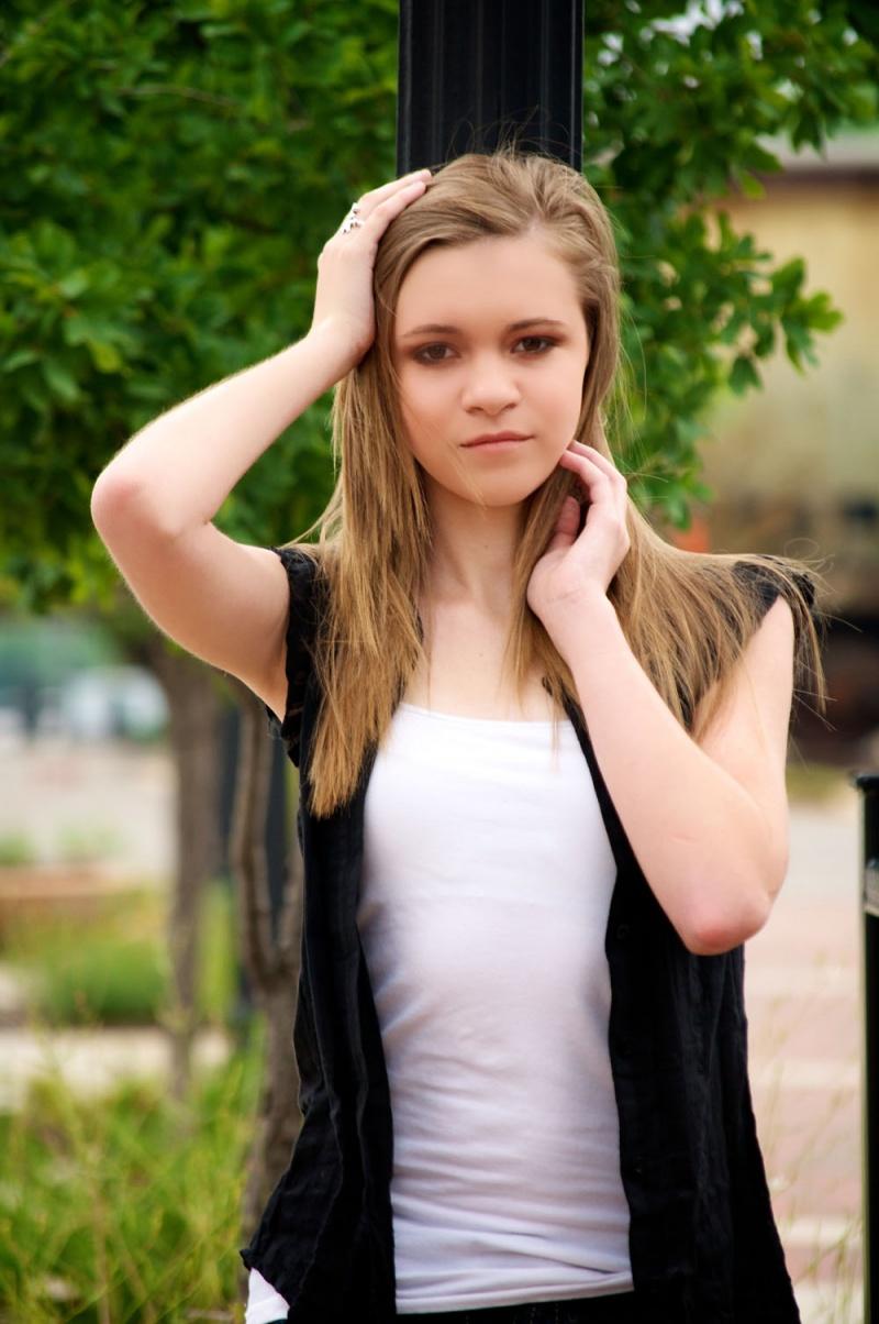 Female model photo shoot of Hannah Henson