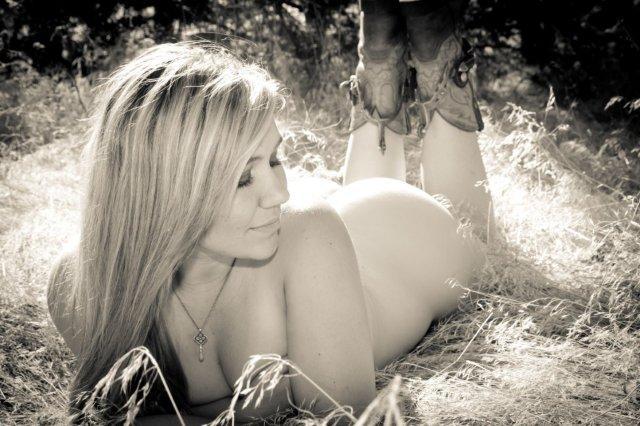 Female model photo shoot of charasmatichels in ID